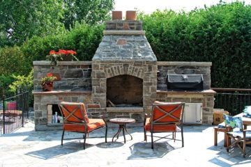 Feature-Homes-Kitchen_BBQ_Fireplace-Natural_Stone